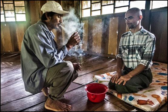 Lizardo gir en av deltakerne ved Sanctuary Huishtin plantemedisin