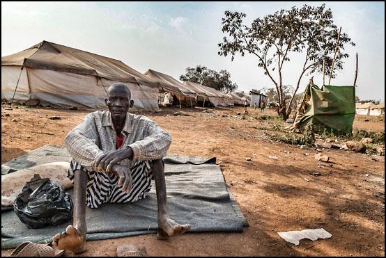En eldre mann i flyktningleiren Tierkidi