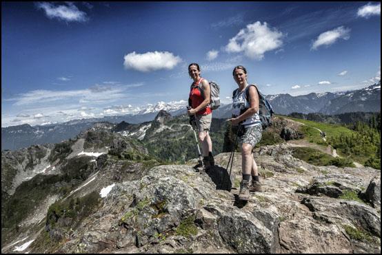 Pat og Jenny på toppen av Mount Dickerman