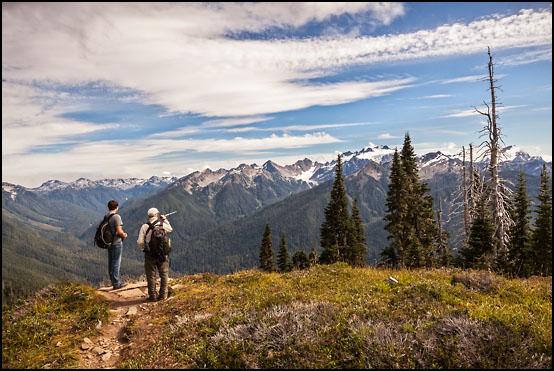 På vei langs High Divide. I bakgrunnen Mount Olympus (2432 m)